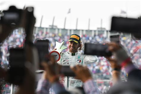 Hamilton wants to stay with Mercedes for 2021 | F1-Fansite