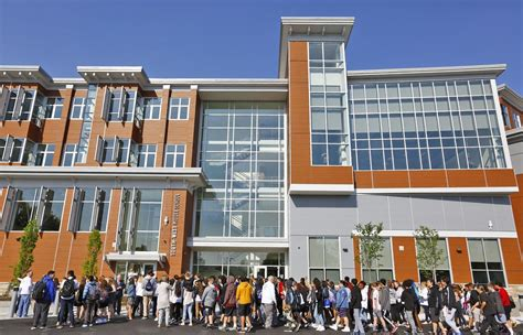 Quincy students soak up new, modern middle school - News