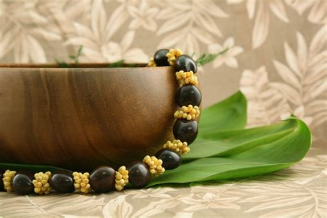 Brown Kukui Nut Deluxe with Yellow Shells - Flower Leis
