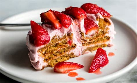 An Icebox Cake Casts Its Spell on Strawberries - The New