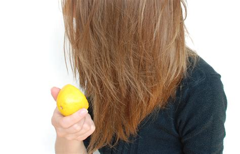 How to Highlight Your Hair With Lemons: 7 Steps (with