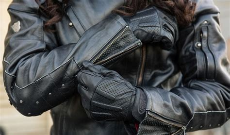 Motorcycle Gloves: Leather, Armor & Gauntlet: A Buyer's Guide