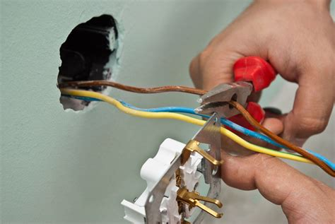 How to wire and install an electric outlet