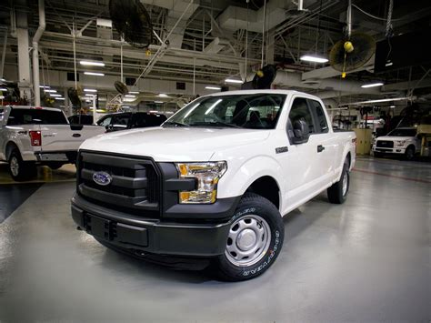 Larger-cab 2016 F-150s beating competition on IIHS small